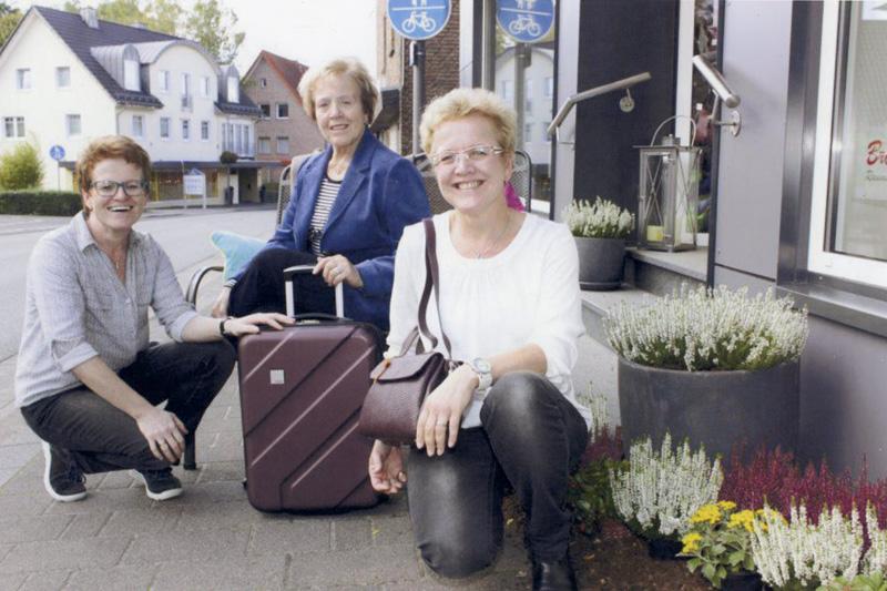 Andrea Brechmann-Detlefsen mit Hilde Brechmann und Karin Göke