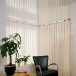 Sonnenschutz mit vertikalen Lamellensystemen